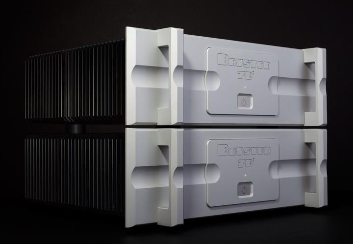 Bryston-Cubed-Series-Amps-CES-2016-03-Custom